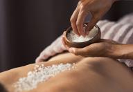 PEELING SALT BRUSHING: Sales Marinas y Aceite de Coco